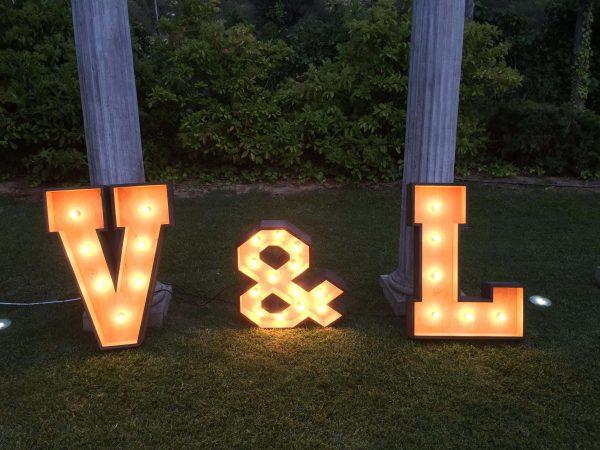letras-maderas-iluminadas-alquiler